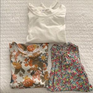 GAP shirts- size S